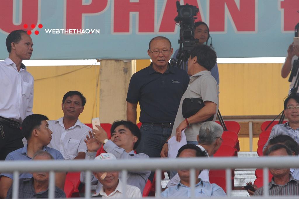 """Hà Minh Tuấn """"vô duyên"""" với HLV Park Hang Seo ở sân Tam Kỳ"""