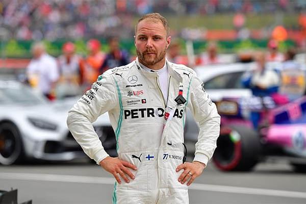Valtteri Bottas công khai khát vọng lật đổ đồng đội Lewis Hamilton