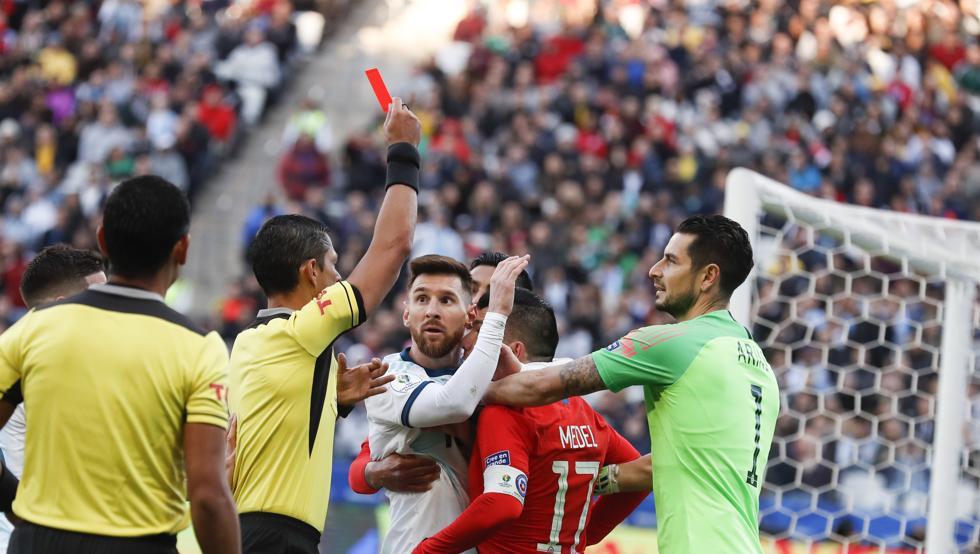 Messi với 824 trận và 2 thẻ đỏ cùng nỗi oan ức tại Copa America 2019