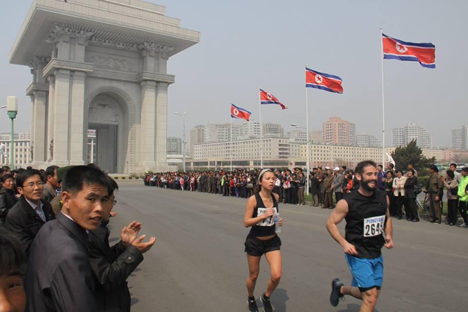 Không chỉ có vệ sĩ chạy bộ, Triều Tiên còn có giải chạy Bình Nhưỡng Marathon đáng phải thử một lần trong đời