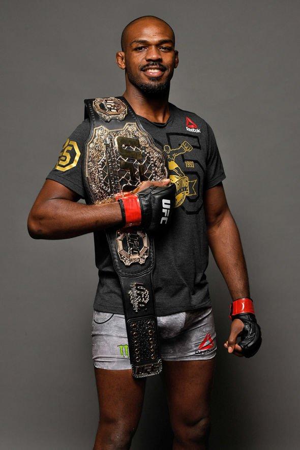 Jon Jones nắn não Anthony Smith trước thềm UFC 235