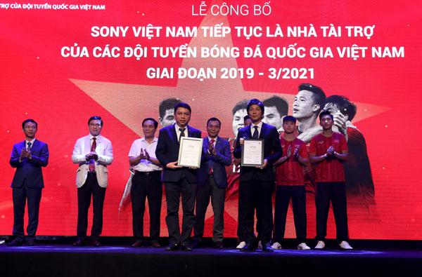 Tin bóng đá Việt Nam 24/4: Thầy cũ lý giải lý do Công Phượng chưa thể tỏa sáng tại Hàn Quốc