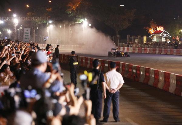 Những cú drift ngoạn mục tại sự kiện khởi động Formula 1 Việt Nam Grand Prix