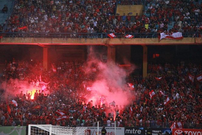 Nóng: CĐV Hải Phòng đốt pháo sáng, Hà Nội FC nhận án phạt