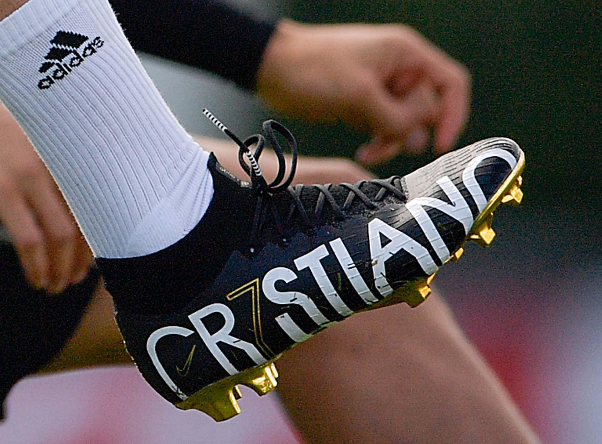 Ronaldo tập với phiên bản đặc biệt Mercurial Superfly của Nike