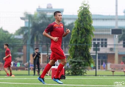 Tuyển thủ U18 Việt Nam Võ Nguyên Hoàng và chiếc phao từ phù thuỷ bóng đá Troussier