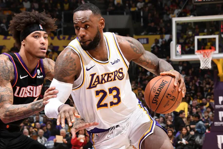 LeBron James vào CLB triple-double khủng cùng Kobe Bryant và Larry Bird