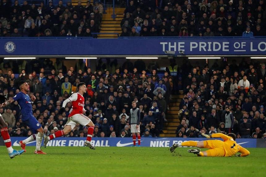 Sao trẻ Arsenal sánh ngang kỷ lục của Anelka sau pha độc diễn 70 mét