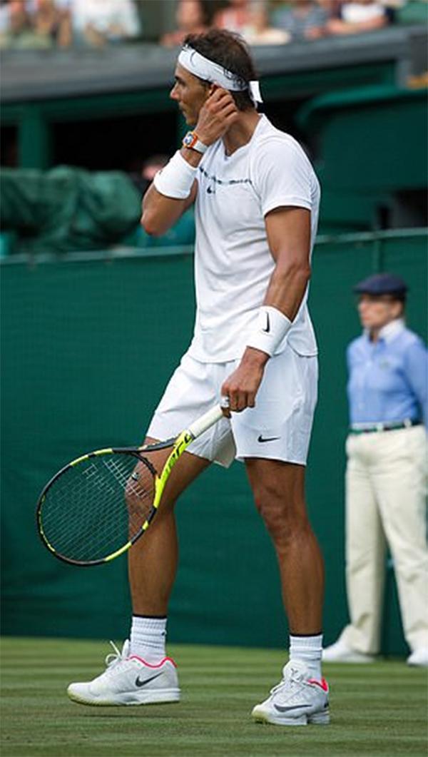 Rafael Nadal mê tín như thế nào?