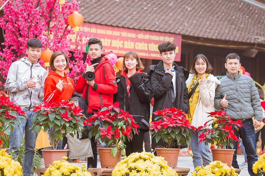Nguyễn Thị Oanh về Bắc Giang chạy giao lưu, đi chùa đầu năm mới Canh Tý 2020