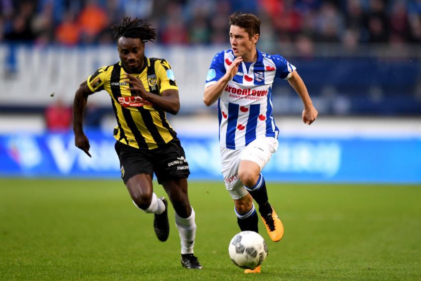 Văn Hậu tiếp tục dự bị trong ngày Heerenveen thua tan nát Vitesse