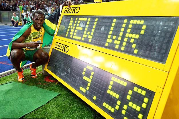 """Anh công nhân Ấn Độ """"nài trâu"""" chạy nhanh hơn Tia chớp Jamaica Usain Bolt"""
