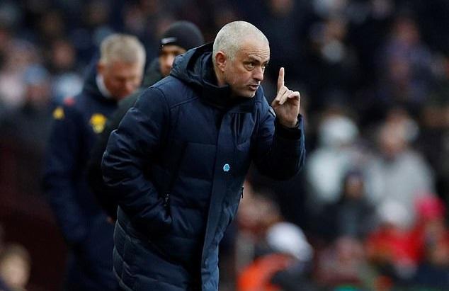 Mourinho ám chỉ đòi chức vô địch cho MU sau khi Man City bị phạt