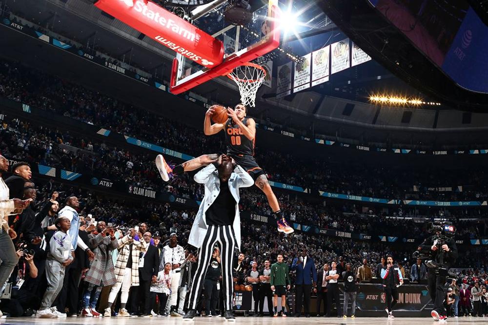 NBA hé lộ đã phá luật để Aaron Gordon và Derrick Jones Jr bung lụa tại Slam Dunk Contest