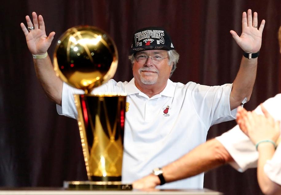 Điểm danh 5 chủ sở hữu đội bóng giàu nhất NBA