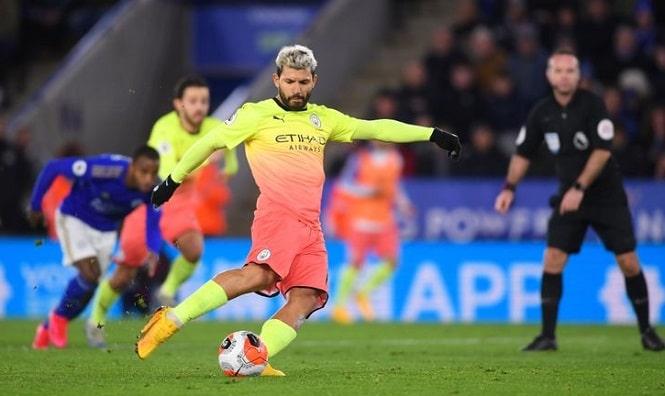 Man City lập kỷ lục tồi tệ sau khi Aguero sút hỏng phạt đền