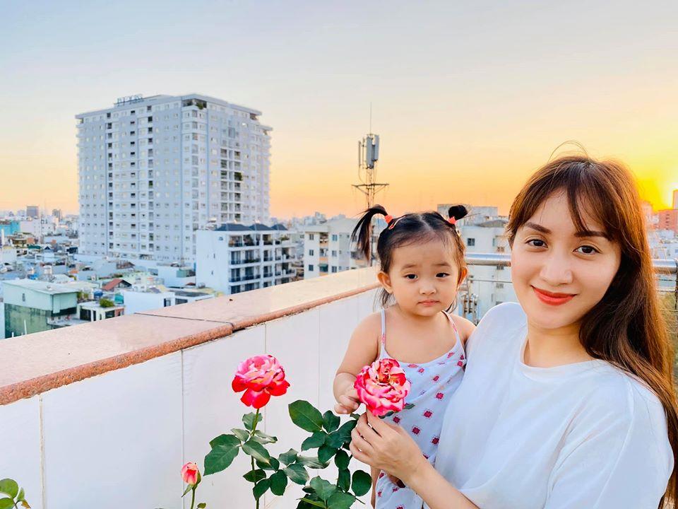 """Ngắm hình ảnh ngọt ngào vợ chồng """"cặp đôi vàng"""" Dancesport Khánh Thi - Phan Hiển"""