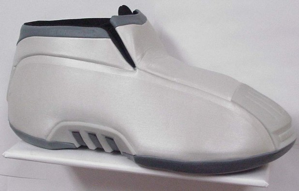 Adidas Kobe 2: Thảm họa thiết kế giày tại NBA