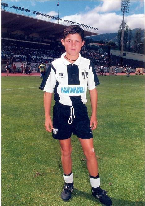 Ronaldo đến thăm phòng truyền thống của đội bóng thời thơ ấu