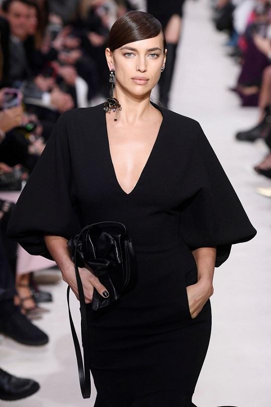 Siêu mẫu Irina Shayk: Gái một con trông mòn con mắt