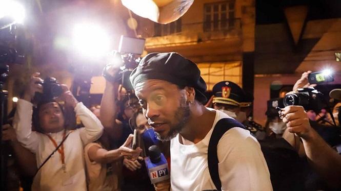 Quản lý khách sạn tiết lộ về Ronaldinho quản thúc trong khách sạn