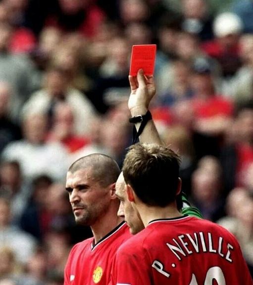 Top 10 cầu thủ nhận nhiều thẻ đỏ nhất lịch sử Ngoại hạng Anh