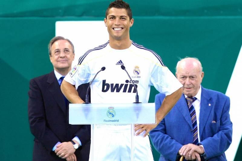 Ronaldo suýt được MU đem bán cho Barca như thế nào?