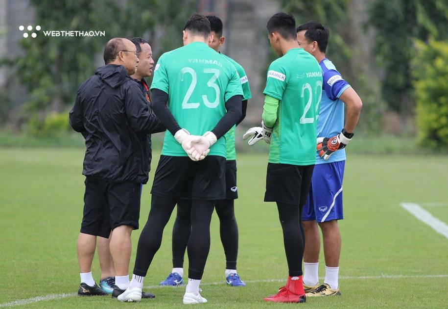 """VFF thừa nhận Việt Nam """"bất lực"""" nếu người Thái """"chơi xỏ"""" Đặng Văn Lâm ở AFF Cup 2020"""