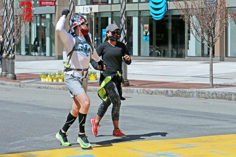 """Dân chạy Mỹ tự tạo """"đường chạy Boston Marathon"""" đánh dấu ngày lịch sử"""
