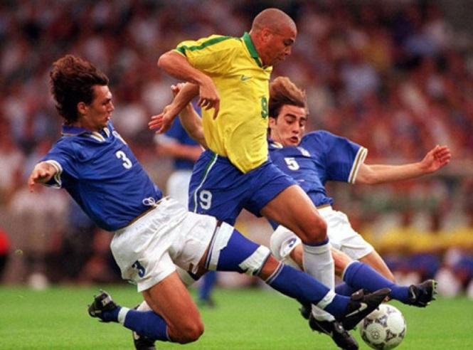 """Ronaldo và Cannavaro nói về """"bức ảnh đẹp nhất từ trước đến nay"""""""