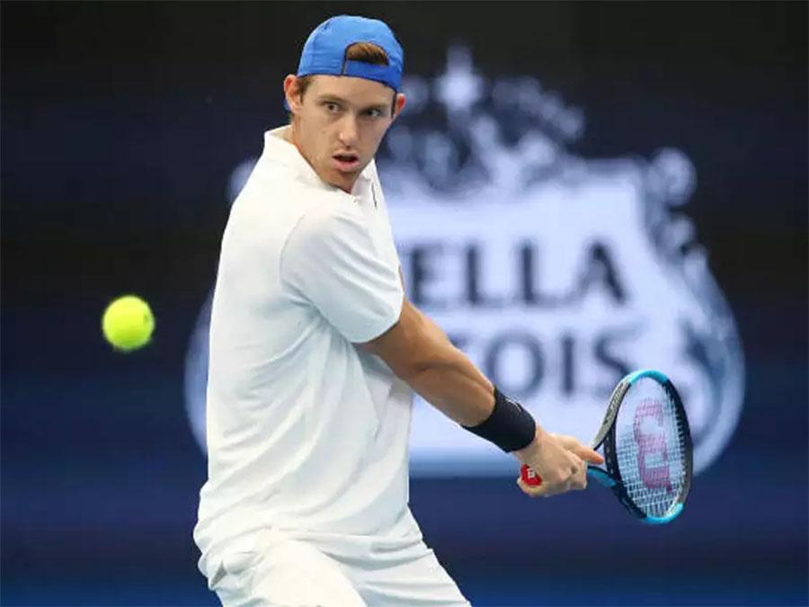 Sao tennis bị cấm 11 tháng do uống vitamin!