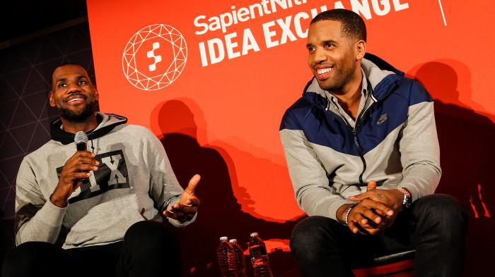 Bị bạn thân LeBron James chê bai, Steph Curry đáp trả cực gắt