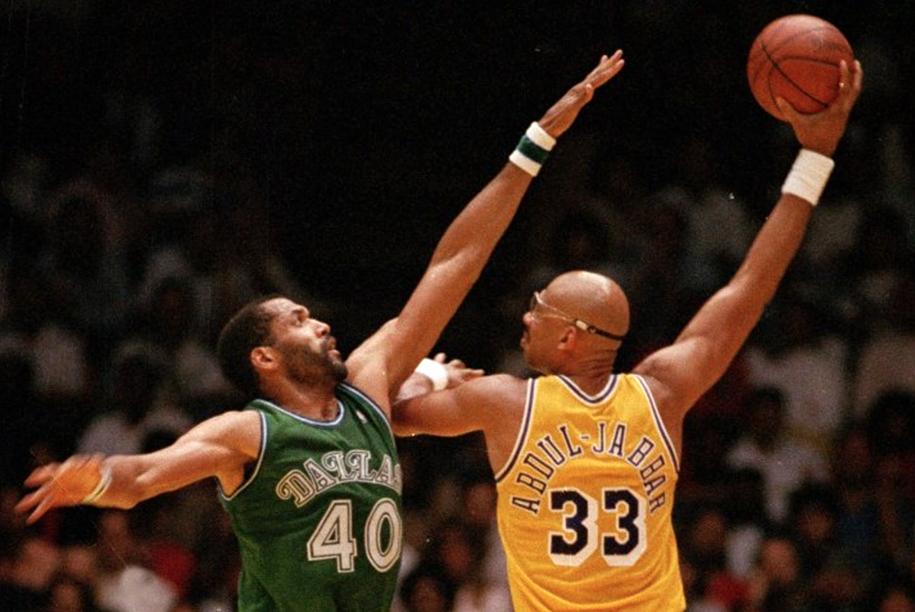 """Điểm lại top 10 cầu thủ ghi điểm xuất sắc nhất lịch sử NBA và """"vũ khí"""" ưa thích của họ (Kỳ cuối)"""