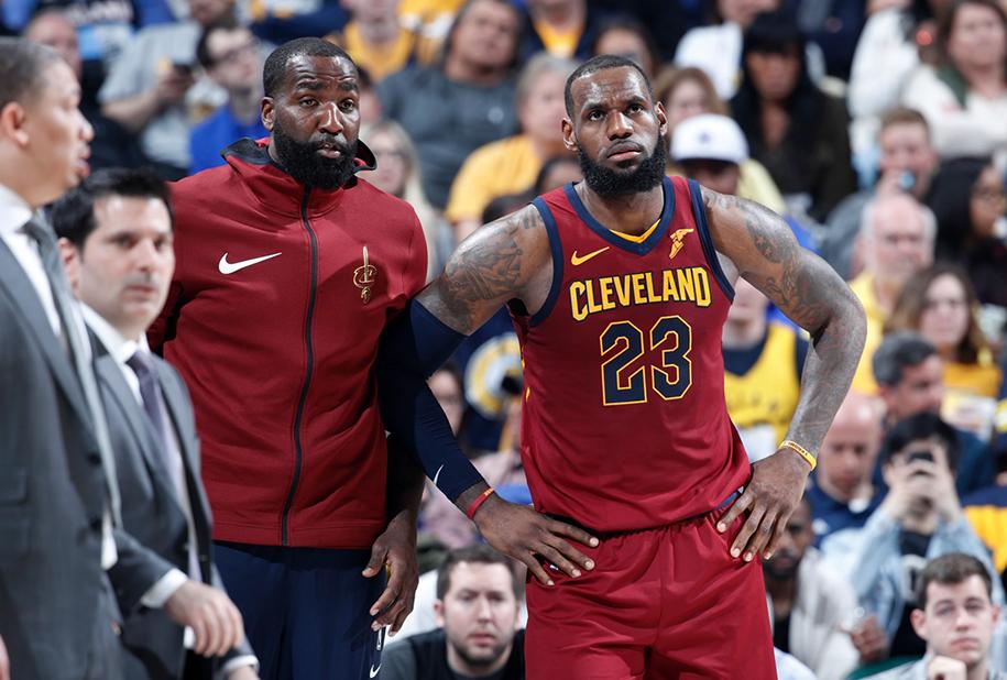 Bị bạn thân xếp dưới Giannis Antetokounmpo, LeBron James phản ứng ra sao?