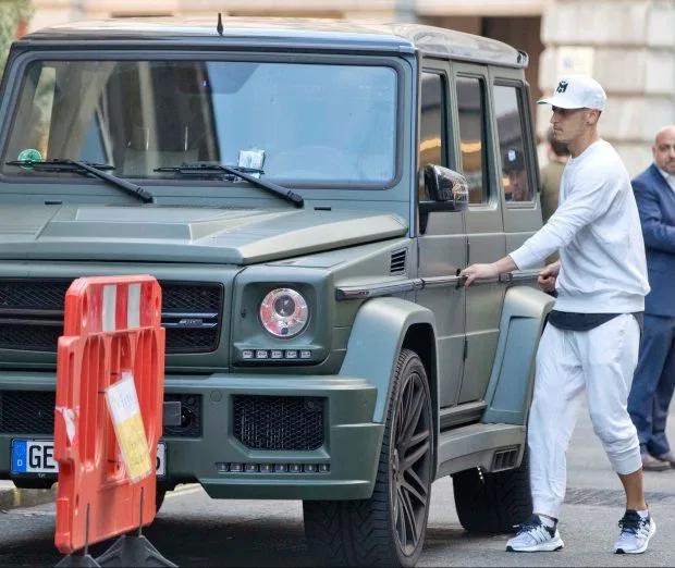 Mesut Ozil với biệt thự 10 triệu bảng và bộ sưu tập xế hộp đắt đỏ