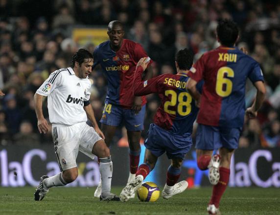 Messi dẫn đầu Barca trong top cầu thủ xuất sắc nhất 25 năm qua