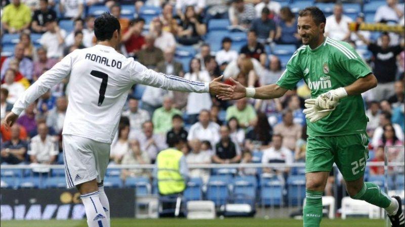Cựu sao Liverpool Jerzy Dudek cà khịa từ Ronaldo đến Messi