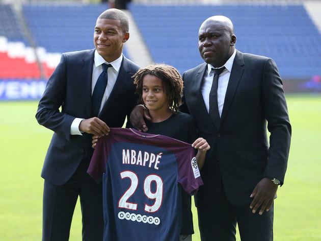 Tin bóng đá mùa COVID-19 26/4: Liverpool tiếp cận với cha của Mbappe