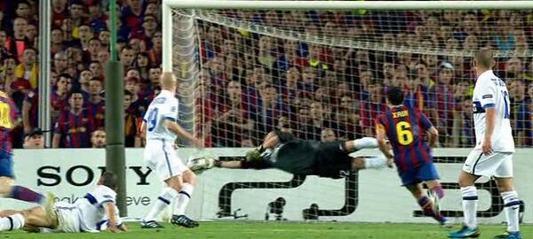Tròn 10 năm Mourinho khiến Messi và Guardiola ôm hận ở Nou Camp