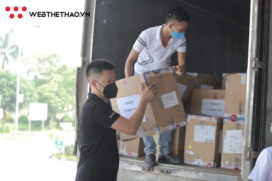 Nhãn hàng Crocs ủng hộ phần quà trị giá hơn nửa tỷ đồng cho bệnh viện Bệnh Nhiệt đới Trung ương 2