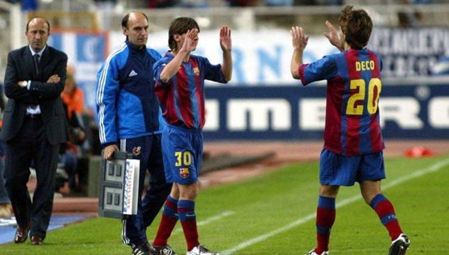 Tròn 15 năm Messi ghi bàn thắng đầu tiên cho Barca