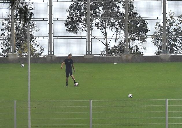 Ronaldo bị cáo buộc rò rỉ tin đồng đội nhiễm bệnh để trốn về Italia