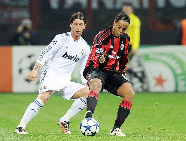 Ronaldinho đòi điều khoản ăn chơi trong hợp đồng với Flamengo