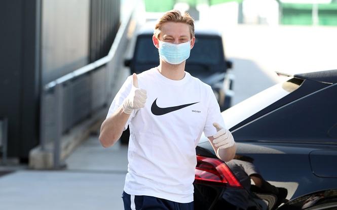 Chùm ảnh Messi và các đồng đội ở Barca đến kiểm tra y tế