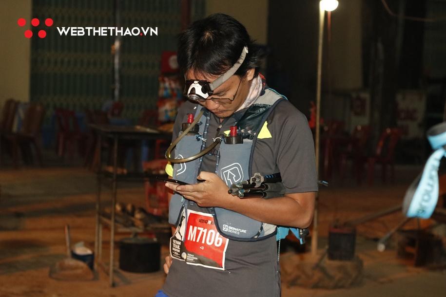 Dàn vận động viên cự ly 70km VTM xuất phát trong đêm