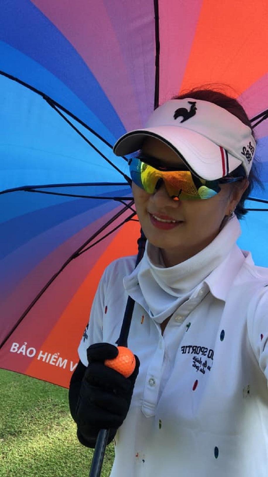 Người đẹp bóng chuyền Phạm Kim Huệ chia sẻ bài tập cơ bụng tại nhà tránh dịch COVID-19