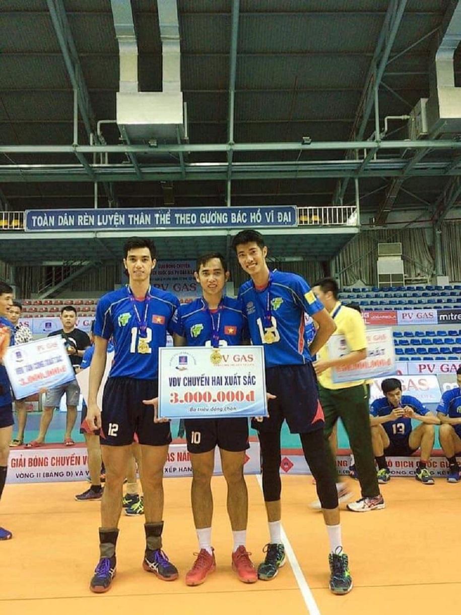 Sếu vườn bóng chuyền Phạm Thái Hưng chia tay nhà vô địch