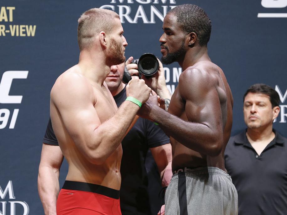 Kết quả UFC: Hoàng tử Ba Lan Jan Blachowicz thắng KO bất ngờ
