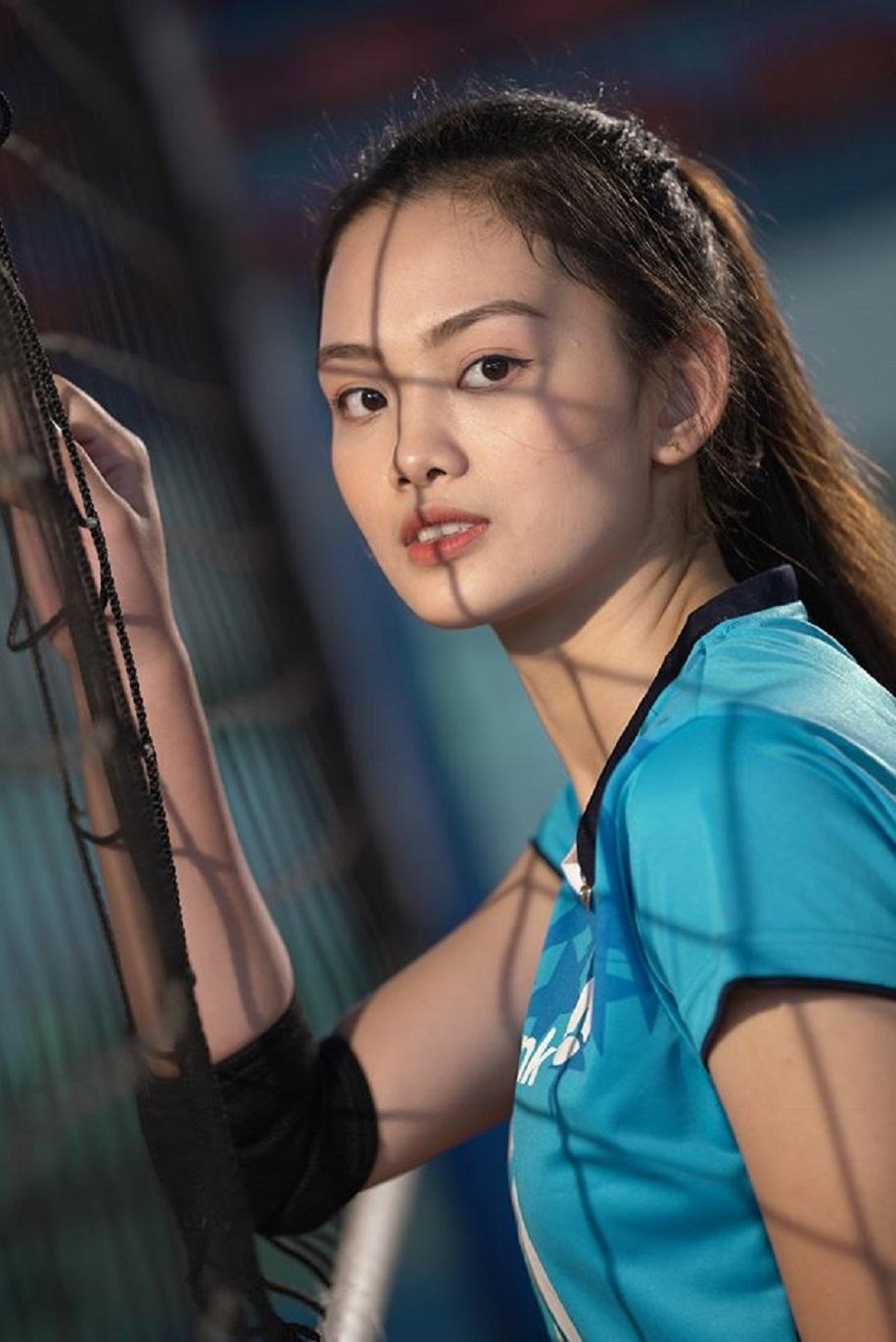 Nguyễn Thu Hoài: Chuyền hai hay Hoa hậu?