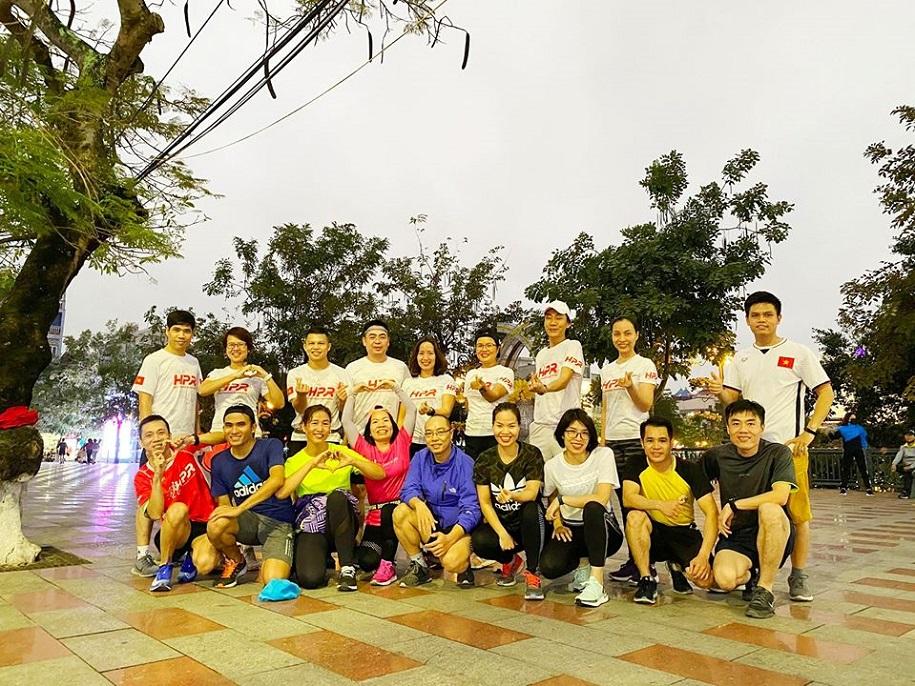 Cuồng chân vì giải chạy bị hoãn, dân chạy bộ đua nhau chạy dài cuối tuần